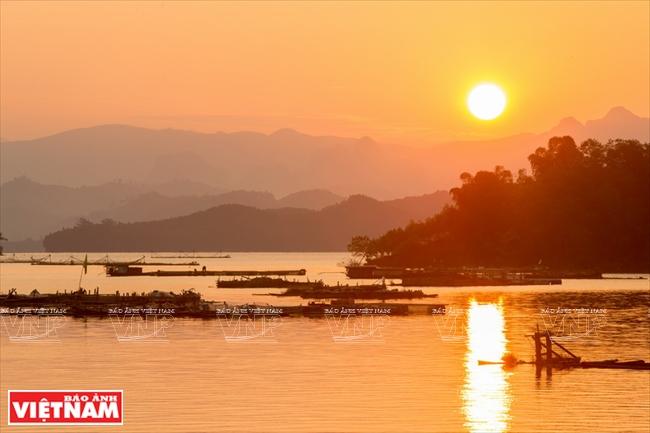 Du Lịch Hòa Bình Chiêm Ngưỡng thiên nhiên hoang sơ tuyệt đẹp